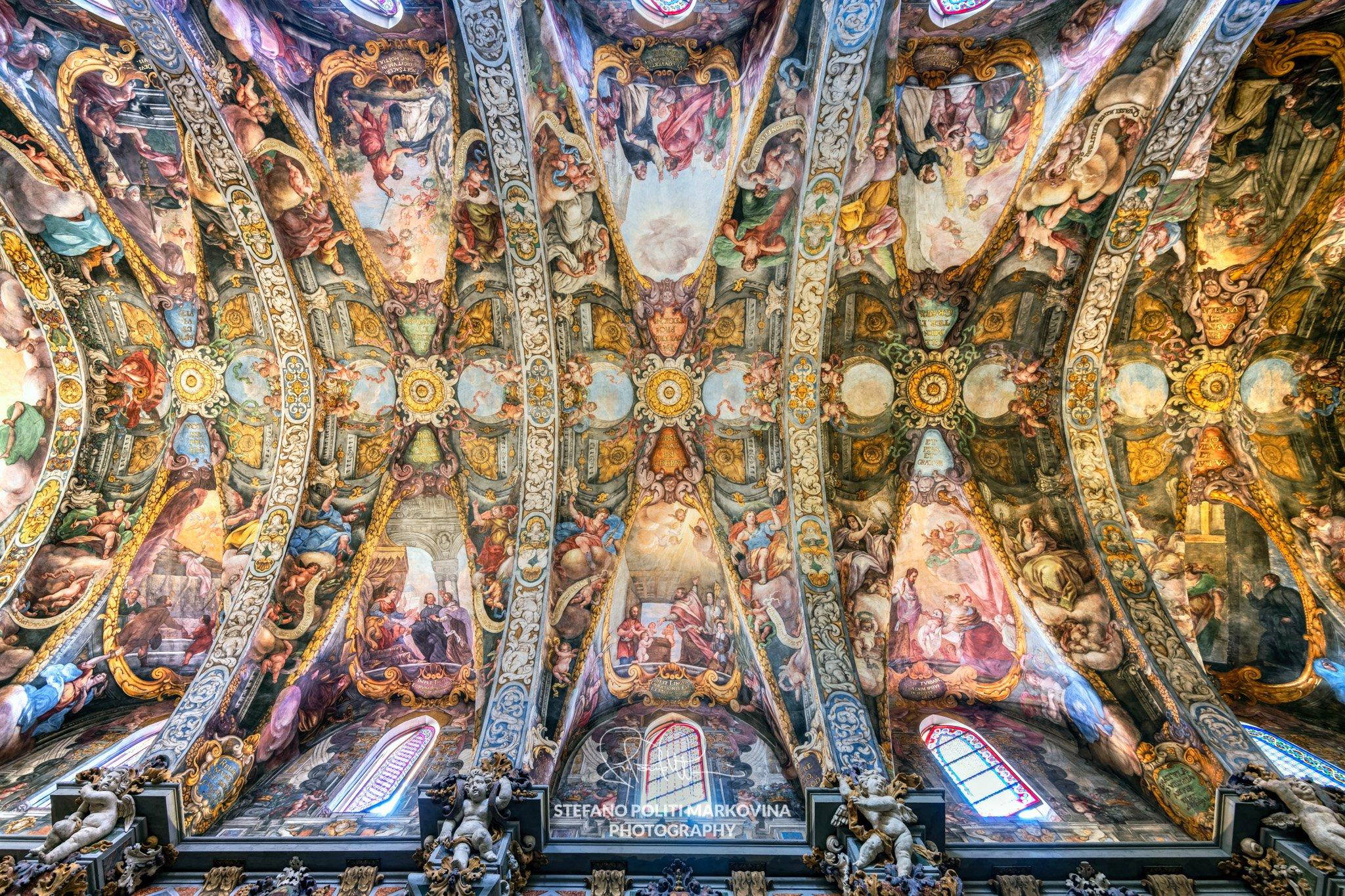 Shooting inside the stunning Church of San Nicholas in Valencia